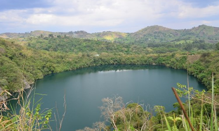 Tour Queen Elizabeth National Park, crater lakes in Queen Elizabeth national park